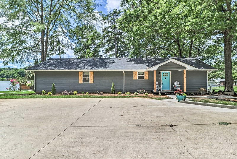 Waterfront Lake Sinclair Home w/ Boat Dock!, vacation rental in Milledgeville