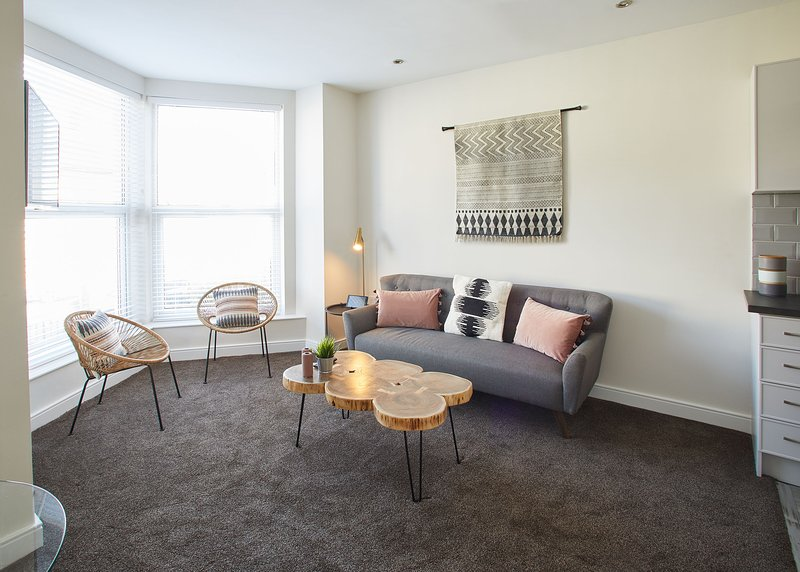 The stylish and spacious living area - West Cliff View, Whitby