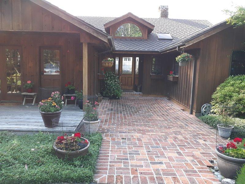 Bienvenido a esta hermosa casa lejos de casa. Casa de campo tranquila y privada con acceso a la playa.