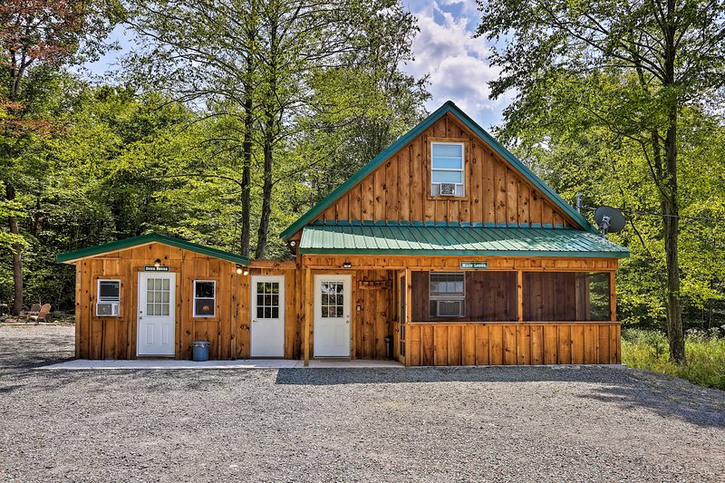 Rustic Cabin w/Porch 15 Min to Delaware River, vacation rental in Narrowsburg