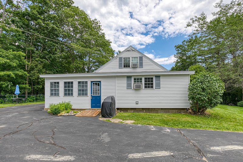 Gorgeous dual-unit, perfect for large groups! Dogs are welcome!, vacation rental in Cape Neddick