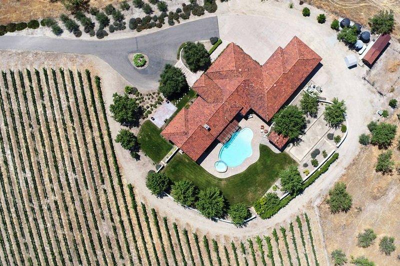 Beautiful Villa W/ Stunning Views, Privacy & More!!, location de vacances à Lake Nacimiento