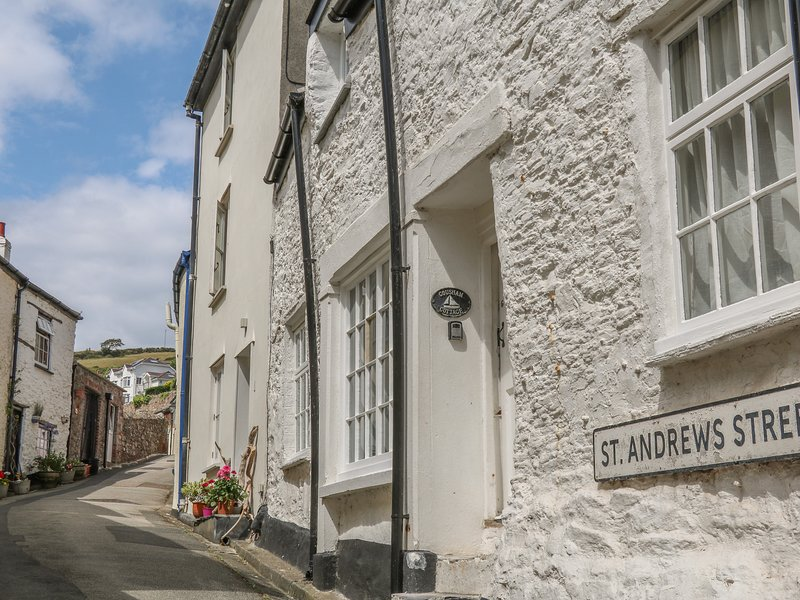 COUSHAM COTTAGE, 17th cent., Grade II listed, pet friendly cottage, close to, holiday rental in Rame