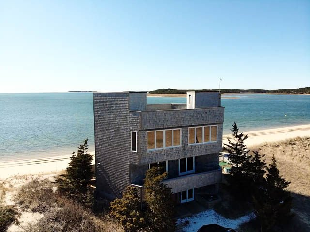 Secluded Beach House Nestled on Private Coastal Dune at tip of Peninsula!, location de vacances à Wellfleet