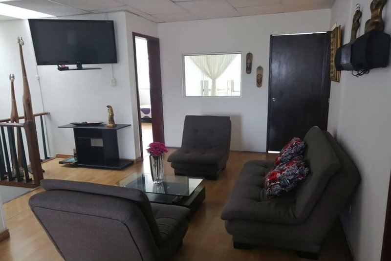 This private room with a private balcony is perfect if you are thinking about visiting Manizales. The room has a comfortable single bed, night stand and closet.  The room is located in a property where you will have access to the following common a...