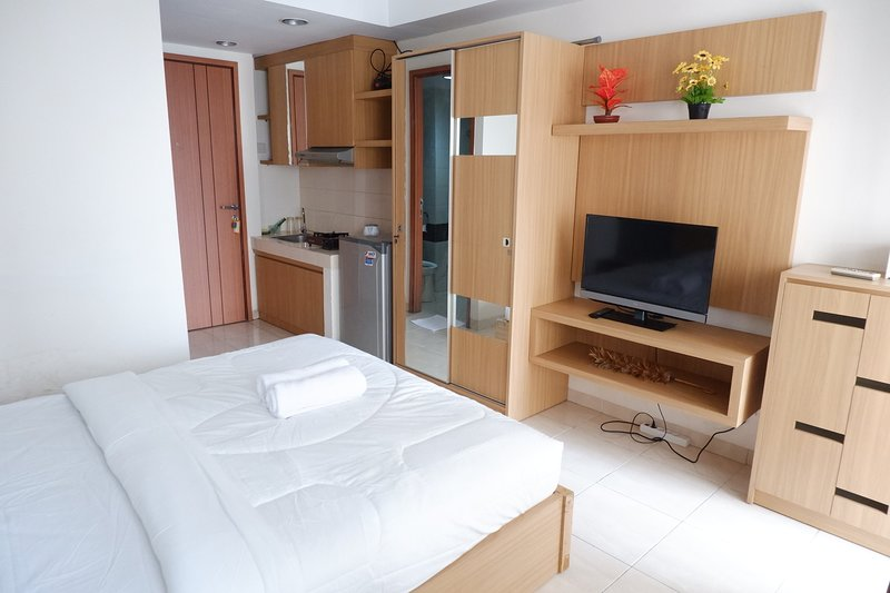 Pleasant Studio Margonda Residence 3 by PinManage, Near Public facilities, vacation rental in Bekasi