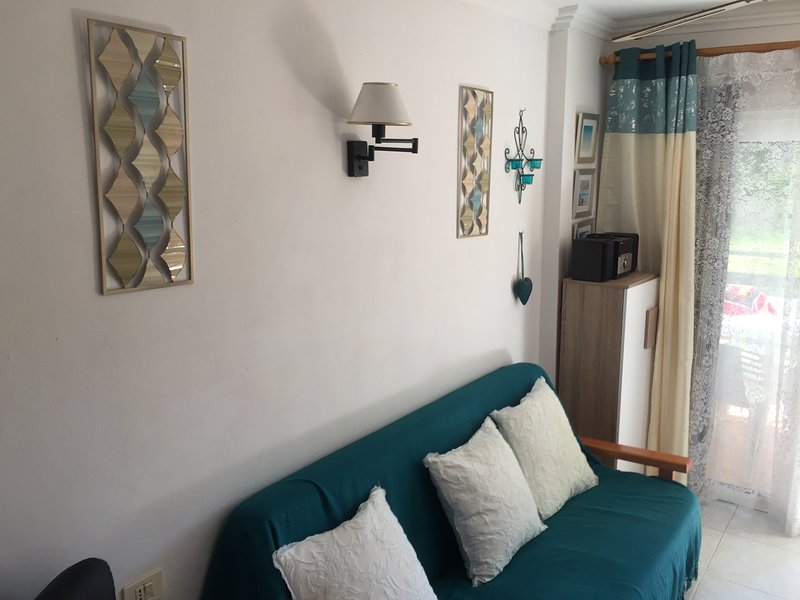 El dorado apt's with free wifi, aluguéis de temporada em Playa de las Américas