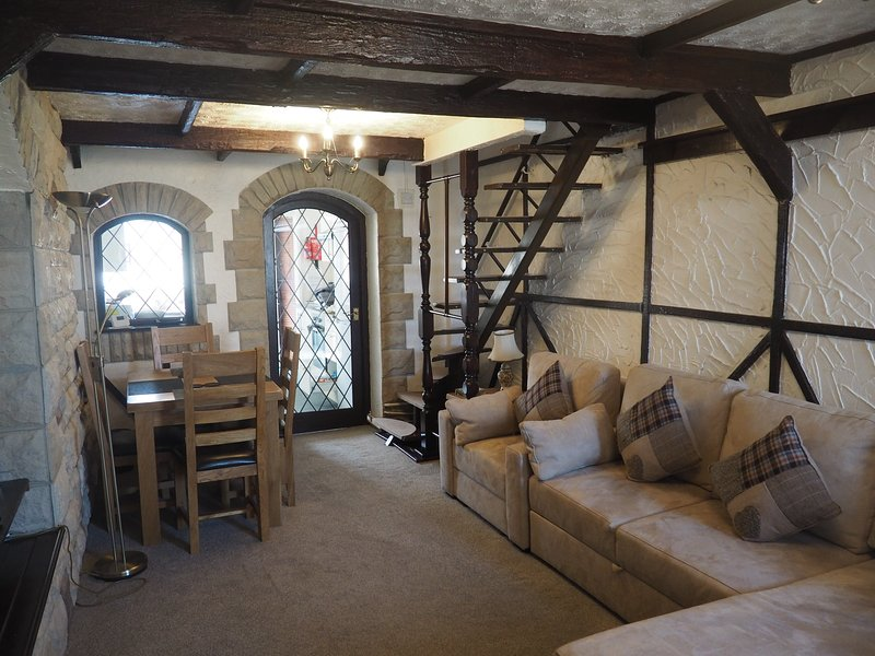 EX-MINERS COTTAGE IN WORLD HERITAGE TOWN OF BLAENAVON, NEAR ABERGAVENNY, holiday rental in Cwmbran