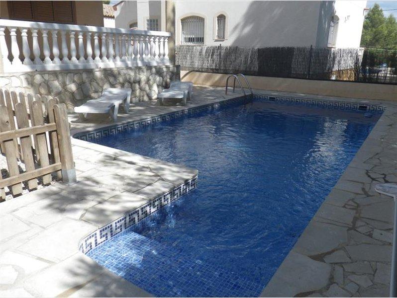 PISCINA PRIVADA EN VILLA LA AMETLLA DE MAR (Tarragona) 10 personas, holiday rental in Miravet