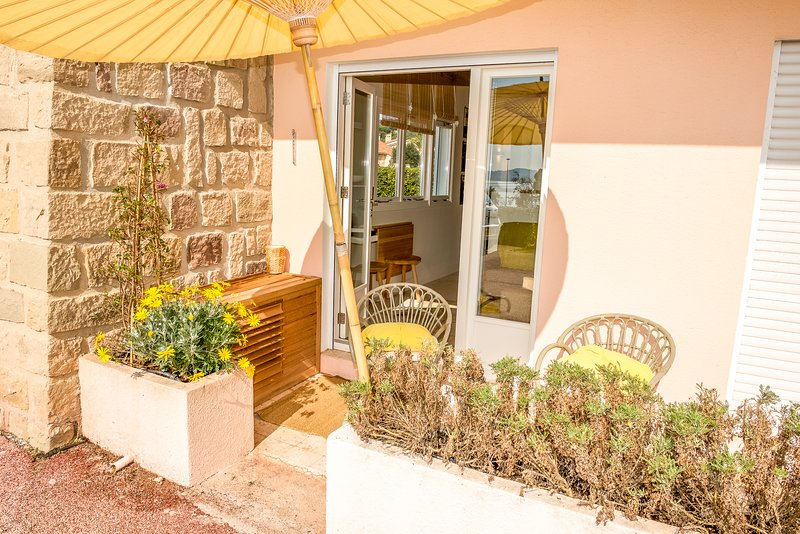 134658 luxury 1 bedroom apartment with air conditioning, beach at 100 mtr., holiday rental in Sainte-Maxime