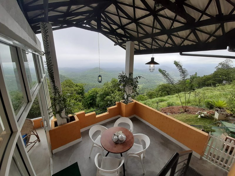 ATT's Eagles Nest, holiday rental in Kundasale