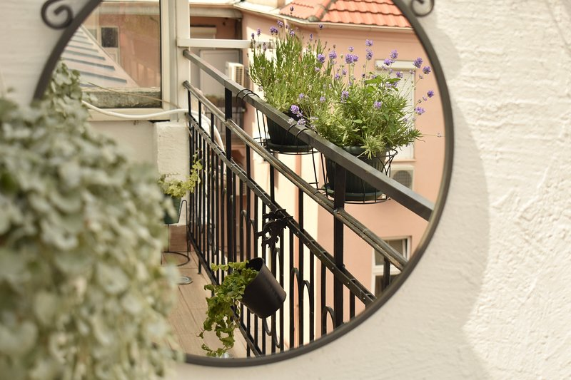 Cosy Apartment With Balcony Located In The Heart Of The City, holiday rental in Dorcol