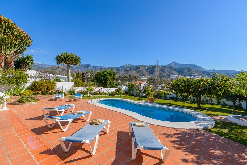 Villa Angeles: 3bedrooms, private pool, A/C, wifi, holiday rental in Nerja