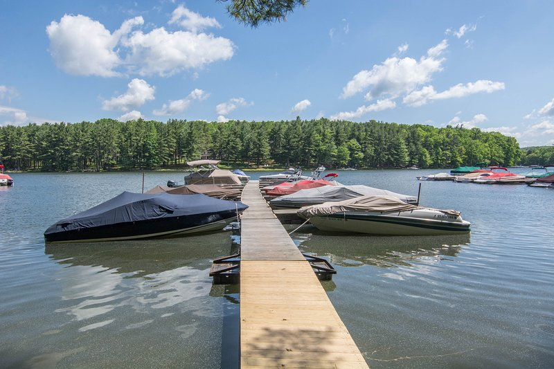 Guests can rent a dock slip for $15/day by calling the Sky Valley Community building - (301)-********.