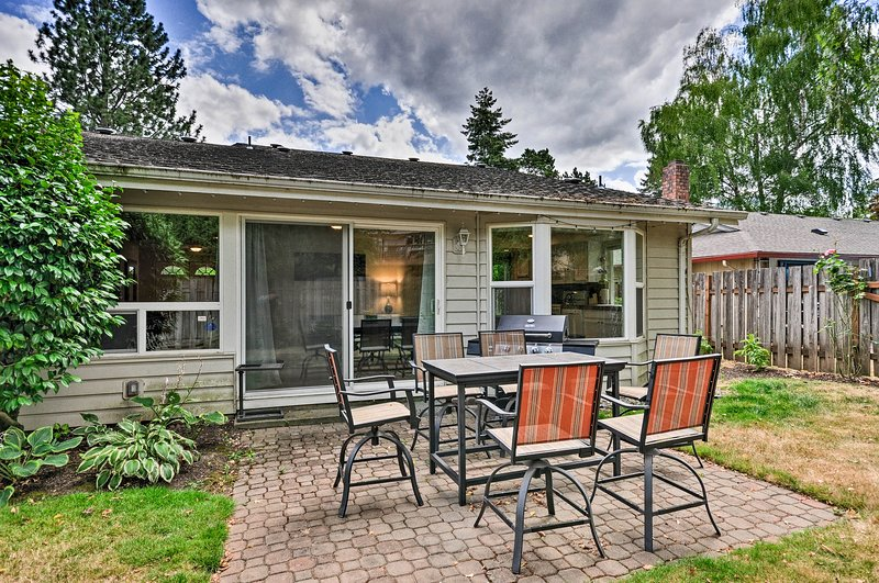 Private comfortable house with patio and BBQ grill, location de vacances à Beaverton