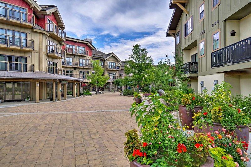 Situé dans Silverpine Village, le condo donne accès à des restaurants, des boutiques et des plages