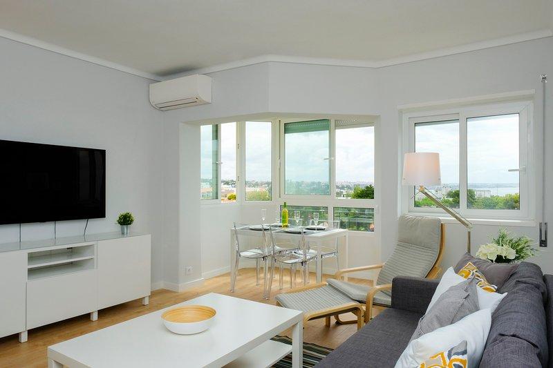 Elegant Loft with Cascais Sea View – semesterbostad i Estoril