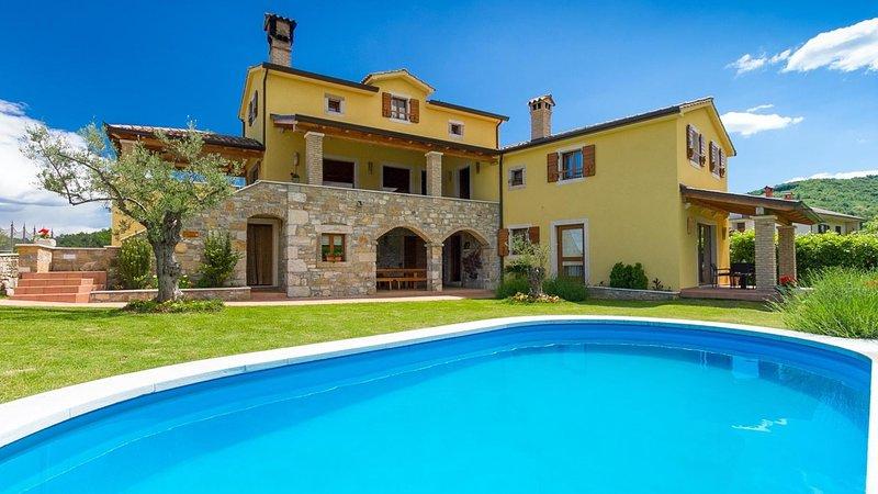 Villa Bacula with private pool, garden, free WiFi, free parking, quiet area, alquiler vacacional en Kircija