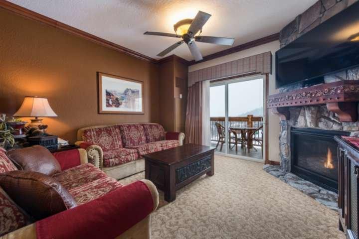Vistas a la montaña, patio privado, chimenea de gas, sofá cama Queen, HDTV con cable, WiFi gratuito