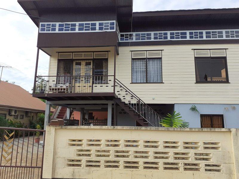 Appartement met zwembad en prieel, location de vacances à Surinam