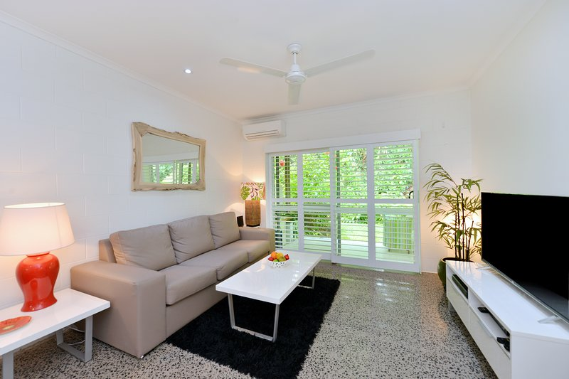 Stylish 2brApt Stroll to Beautiful 4Mile Beach, vacation rental in Port Douglas