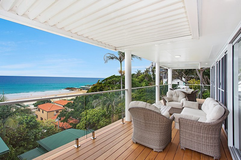 Ocean Blue on Currumbin Hill  - Perfect location !, vacation rental in Currumbin