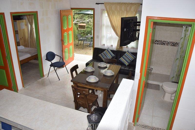 Hermosa Cabana Rural amoblada para 5 personas en la naturaleza cerca al pueblo, holiday rental in Darien