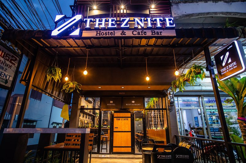 The Z Nite Hostel/1 Person in 4-Bed Dormitory/Mixed/Save Money, holiday rental in Phuket Town