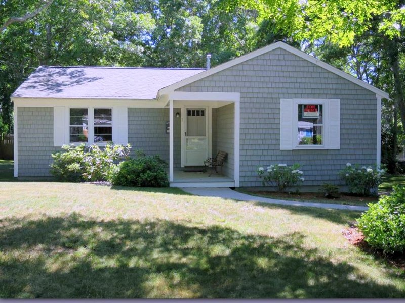 Late Season SPECIAL! $500 OFF RATE! BOOK NOW! 121784, vacation rental in Mashpee