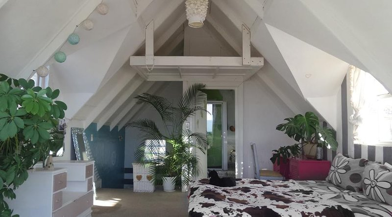 Seconda camera da letto al 3 ° livello con vista, balcone di Giulietta e bagno interno. e