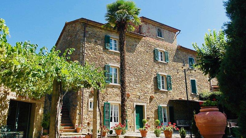 Borgo Valecchie, Exclusive Villa set with private pool, Cortona, Tuscany, alquiler vacacional en Cortona
