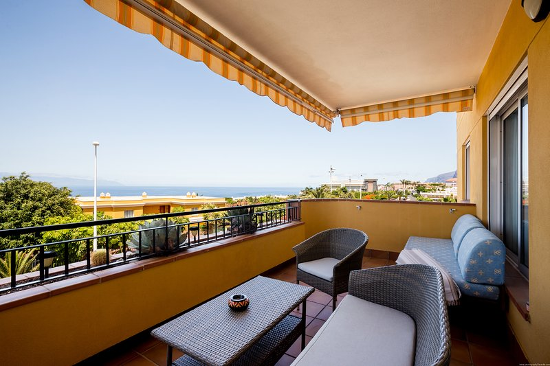 Spacious apartment with  panoramic sea view, holiday rental in Playa de la Arena