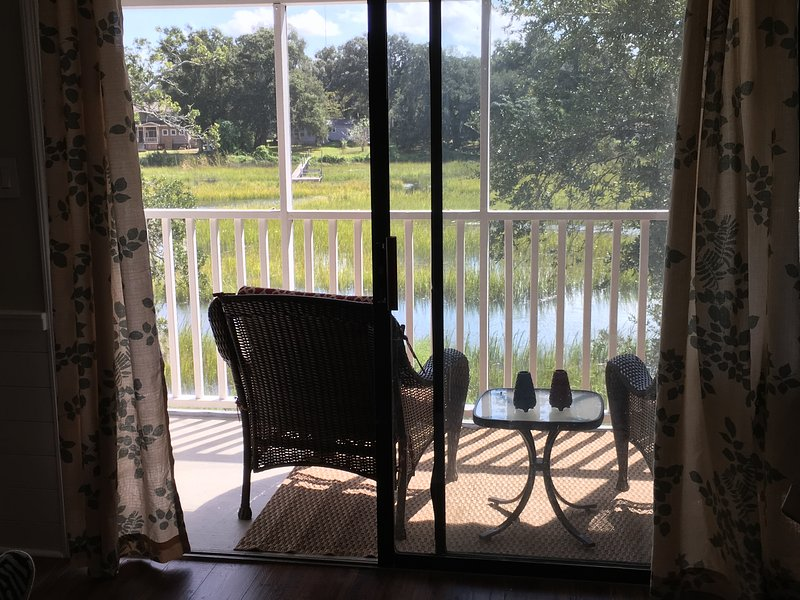 Mt. Pleasant Condo. GREAT view of Shem Creek-RELAX, vacation rental in Wando