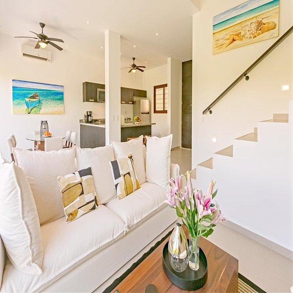 Charming Premier Ocean Villa near to Beach Club, vacation rental in Chacalal