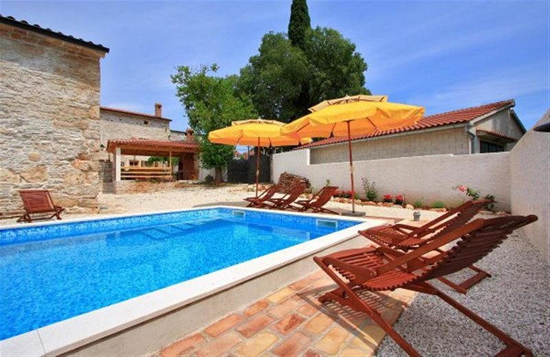 Villa Laura Barban for 18 people with private pool, perfect choice for families, vacation rental in Orihi