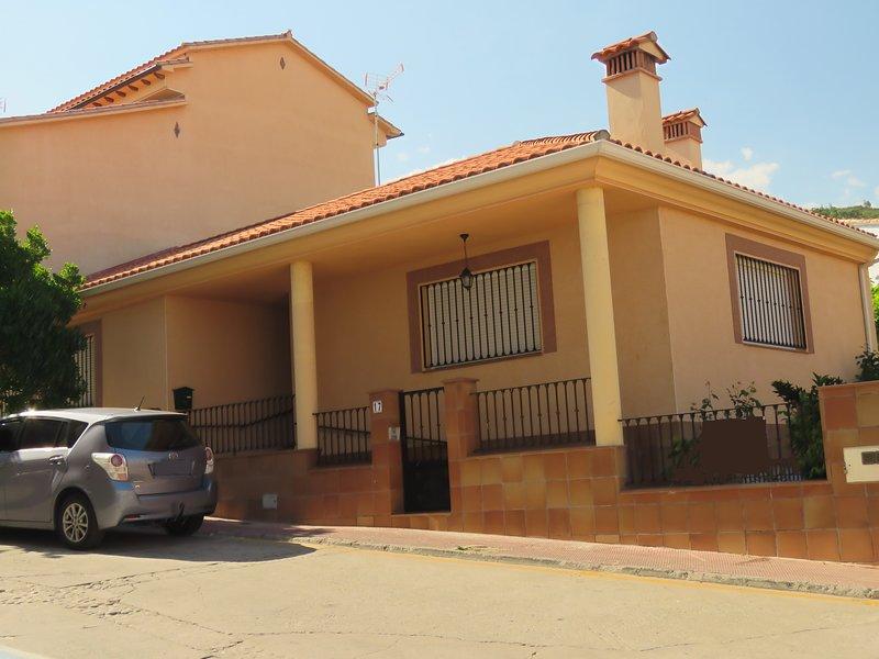 VIVIENDA UNIFAMILIAR EN VILLANUEVA DE LA VERA, alquiler vacacional en Madrigal de la Vera