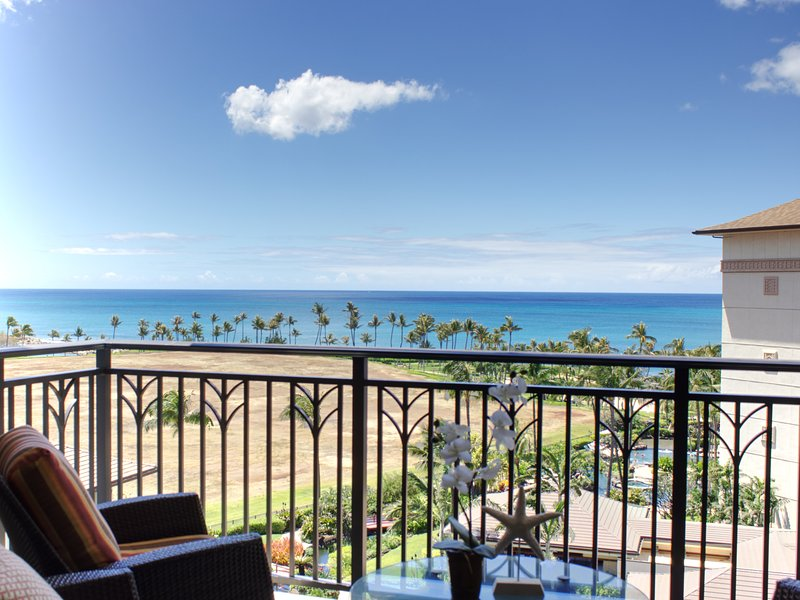Early HOLIDAY Discount on the beach! Oceanfront property & spectacular view O802, vacation rental in Oahu