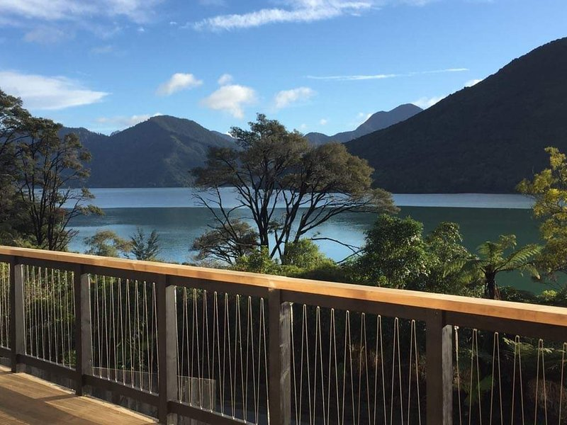 Marlborough Sounds Holiday Home Queen Charlotte Drive, Havelock. Brand New, vacation rental in Havelock