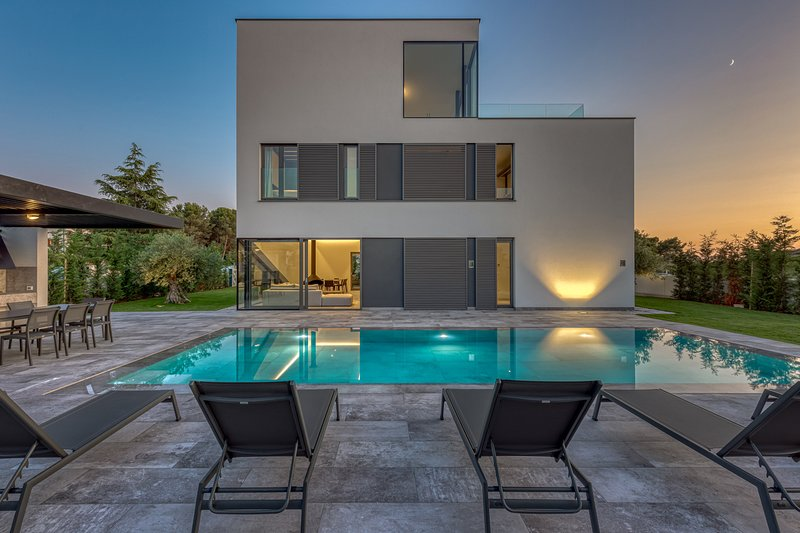 Modern Villa A, in Istria, with a Pool, vacation rental in Fazana
