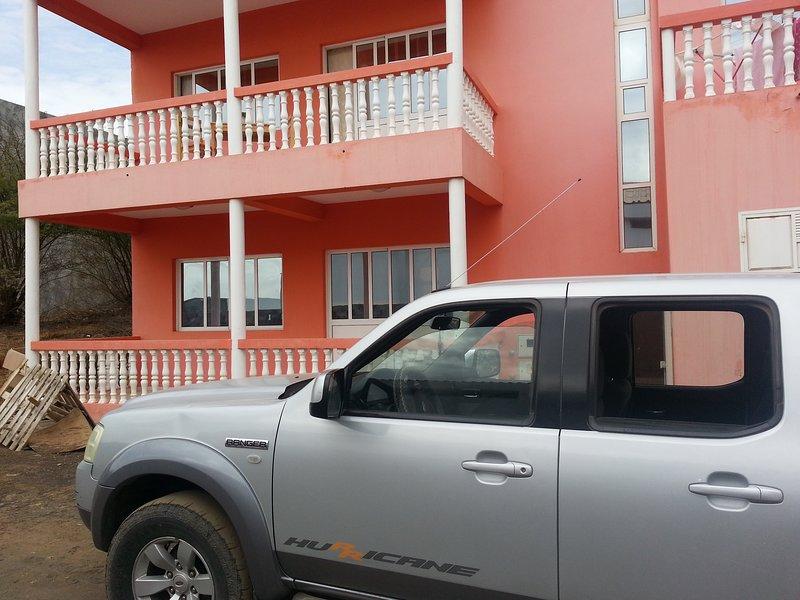 Casa albino e uma casa qe fica num sitio tranquilo e muito Seguro., holiday rental in Brava