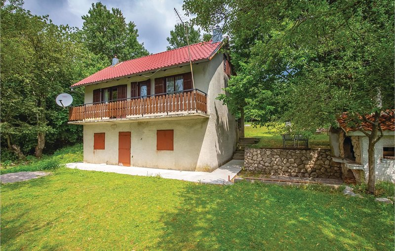 Nice home in Breze with 2 Bedrooms (CKN564), aluguéis de temporada em Begovo Razdolje