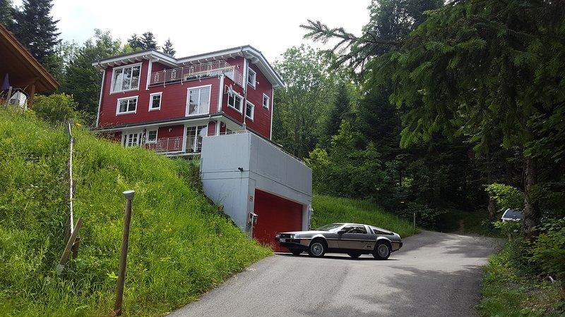 Doppelbettzimmer mit Waldblick in Eichenberg Nähe Bregenz/Lindau, holiday rental in Langenegg