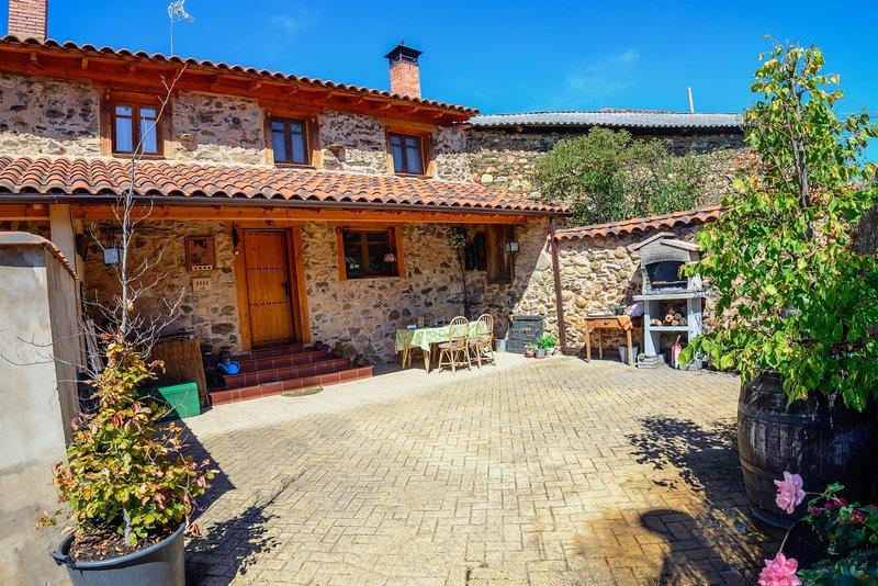 Casa Rural Entre Valles en la Montana de Leon, holiday rental in Buiza