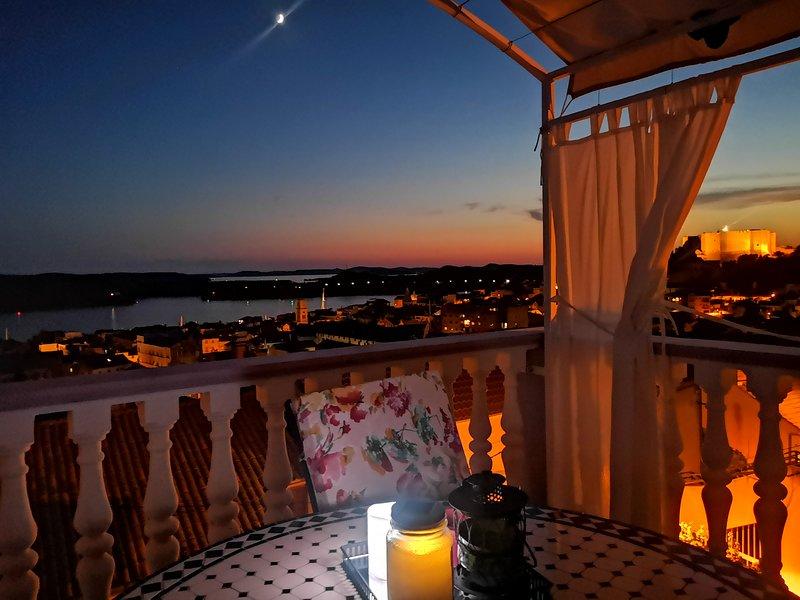 El lugar más romántico de Šibenik está justo ahí, en el balcón.