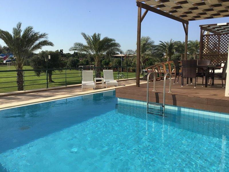 Luxury 3 bedroom apartment with private pool, location de vacances à Bogaz
