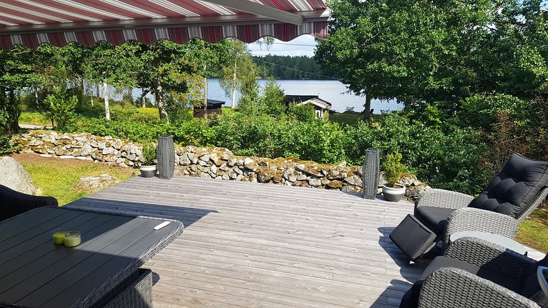 Fantastic retreat by the lake in the woods, holiday rental in Ronneby