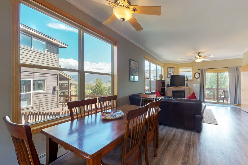 Warm, welcoming condo - easy access to 4 ski resorts & the lake!, vacation rental in Wildernest
