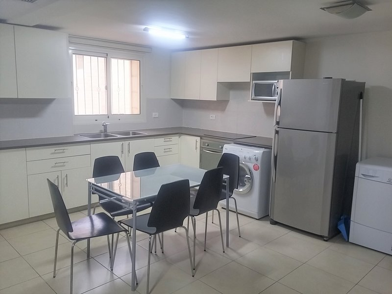 Ramat Beit Shemesh-Exclusive on Achziv 2 bedrooms, alquiler vacacional en Srigim