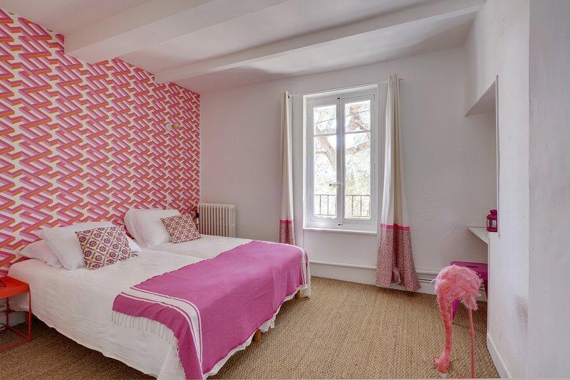 Gîte de charme 3 chambres 9 pers|terrasses|piscine|parc|20 min Luberon Ventoux, vacation rental in Carpentras