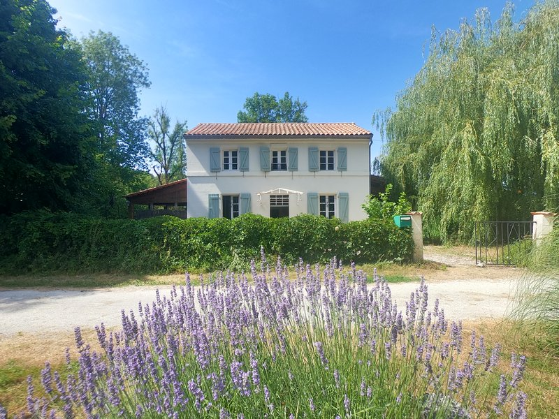 Malvy Lockhouse, holiday rental in Voeuil-et-Giget